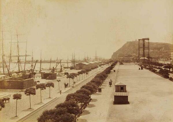 Port de Barcelona, Moll de la Muralla. Al fons Monument a Colom en construcció. 1888 Foto P. Audouard.