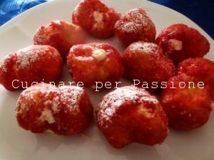 le castagnole con la-panna - dolci del Carnevale Marchigiano