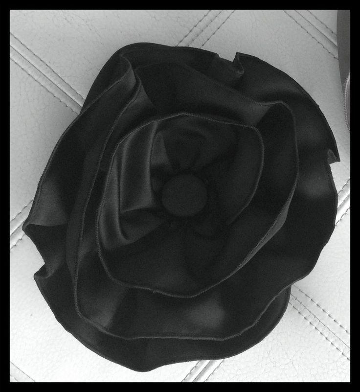 BLACK ROSE BRACELET PURSE
