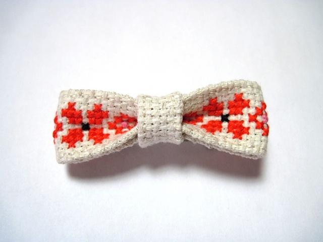 Folk Bowtie Hairbow (or pin): Folk Hairbows, Bows Ties, Crosses Stitches, Hair Bows, Bowties Hairbows, Maudstitch, Hair Sliding, Hair Clip, Pin Pals