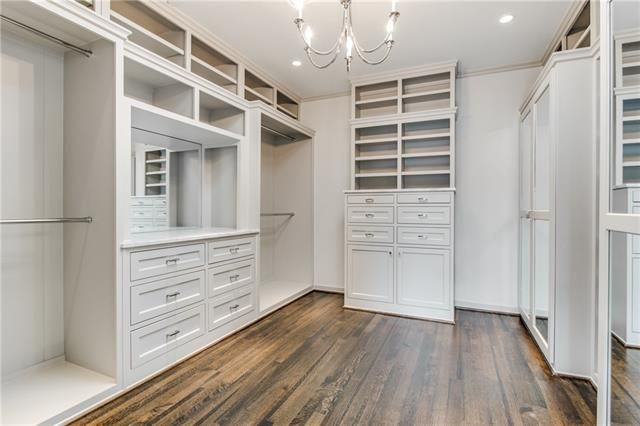 Residential Listings | Lewis McKnight's Highland Park Homes for sale in Dallas - Real Estate in the Highland Park neighborhood of Dallas, Texas