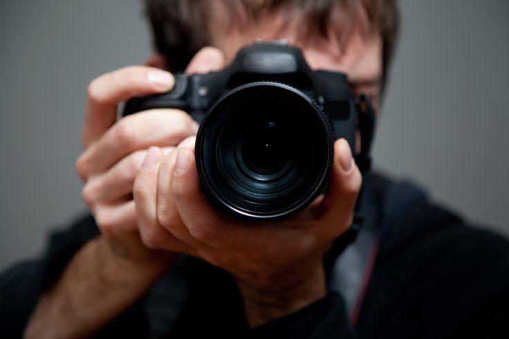 Débuter dans la photographie n'est pas facile. Il faut apprendre à maîtriser l'appareil, composer sa photo, s'adapter... Voici un guide complet.