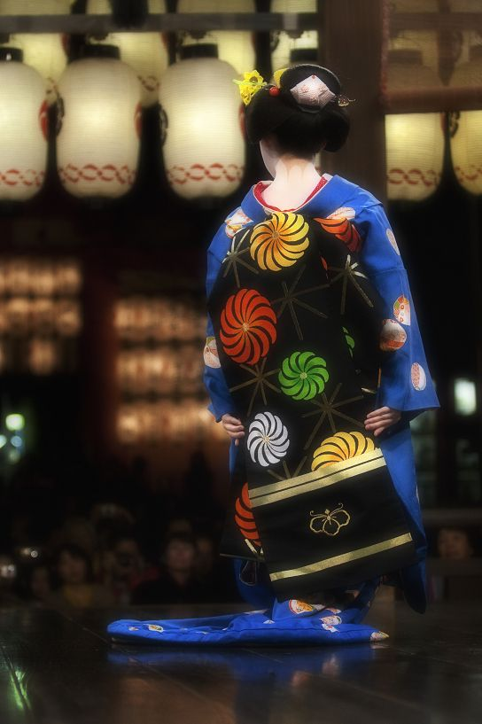 Unique colors on her kimono