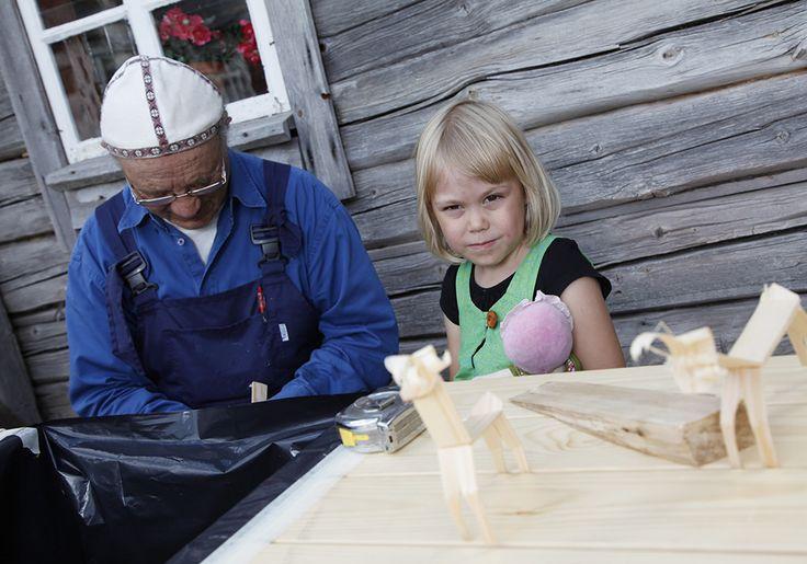 Puusta voi valmistaa vaikka hauskoja leikkikaluja. Oulu (Finland)