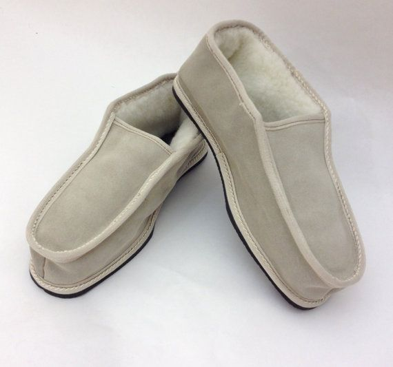 Grey genuine shearling slippers for men. by BeFur on Etsy, €21.50