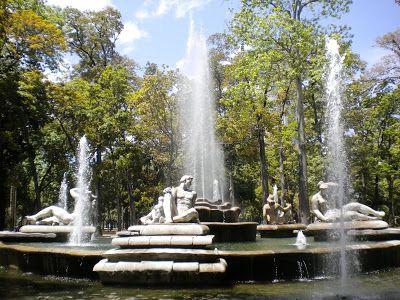 """Parque Los Caobos: La """"Fuente Venezuela"""" emblema del Parque Los Caobos"""