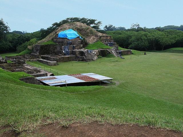 En las ruinas de San Andrés se pueden estudiar también las actividades agrícolas de aquel entonces, ya que se encontraron vestigios de cultivos antiguos.  Durante la conquista, era este el sitio principal de donde provenían los productos agrícolas.