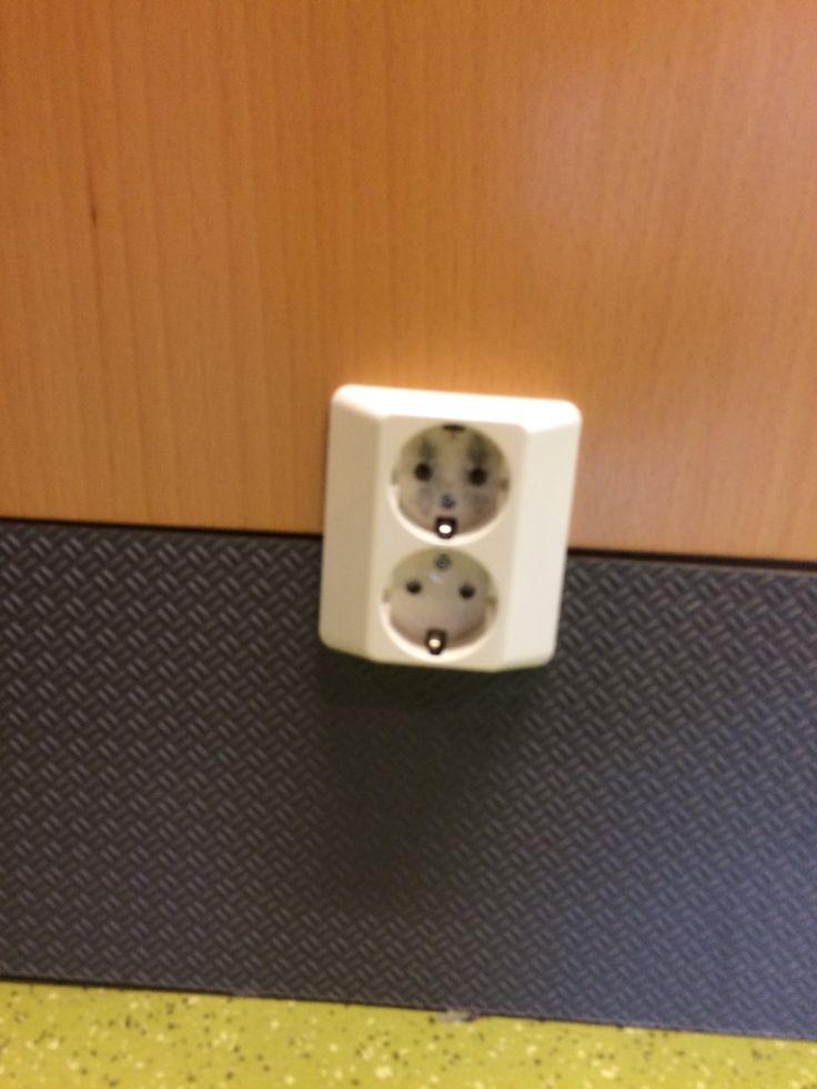 pistorasiaa tarvitaan sähkön jakamiseen
