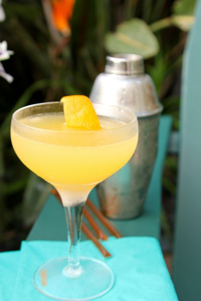 The Bee's Knees - a simple and refreshing Prohibition-era #gin #cocktail