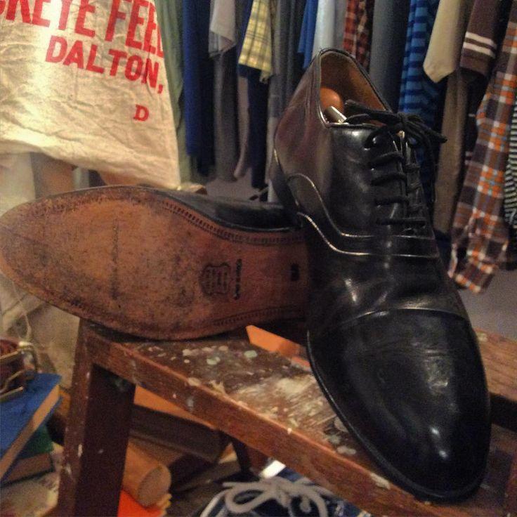 "【New arrival】 ""STACY ADAMS"" straight tip leather shoes SIZE 9 1/2  マサチューセッツ州ブロックトンで1875年に創業された老舗ブランド アッパー、ソール共に状態も良好 どこまでも綺麗でかっこいいこのブランドらしい一足  #used #vintage #fashion #mens #mensfashion #menswear #STACYADAMS #straighttip #leathershoes #CUBA #koenji #古着 #古着屋 #ファッション #メンズ #メンズファッション #メンズウェア #レザーシューズ #キューバ #高円寺"