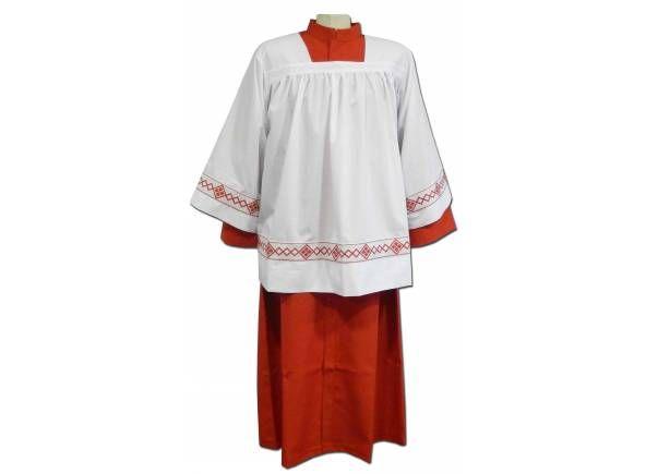 Túnica de monaguillo en color rojo fabricada en 100% poliéster y roquete blanco. Parte delantera de la prenda / White altar server #surplice with square neck line. Polyester server surplice and red #cassock  (1/2) http://www.articulosreligiososbrabander.es/tunica-ropa-roja-monaguillo-poliester.html #AlbaLiturgica #Ornamento #Monaguillo #roquete #vestments #mass #altarboy