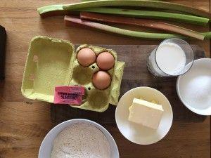 Pavés à la rhubarbe en mode streusel: Chaque semaine Bolero se met aux fourneaux et vous propose une recette simple et… #RECETTES_FOODING