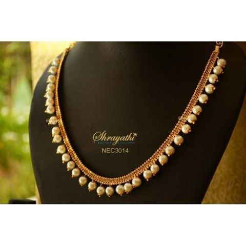 simple yet elegant gold and pearl necklace
