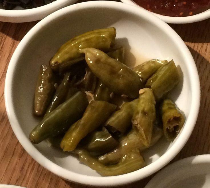 Zoet zure groene pepers  450 gram Kwari pepers of turkse pepers (niet heet)  1 cup suiker  1 cup azijn  1 cup Soju – voor een non alcoholische variant water  ½ cup soja saus  ½ cup koreaanse vissaus