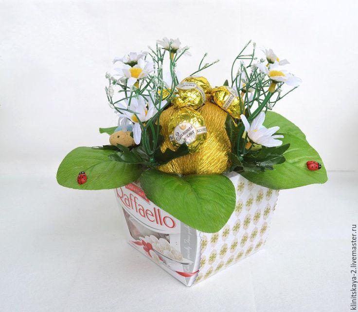 Купить Букет из конфет, композиция на коробке рафаэлло, подарок на Пасху! - подарок на Пасху, букет из конфет