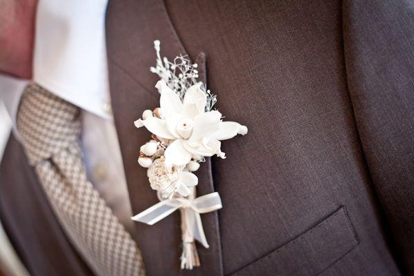 Men's boutonniere for the pale palette wedding