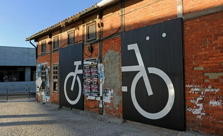 Awesome Typographic Directions Tell Bikers Where to Cycle in L...