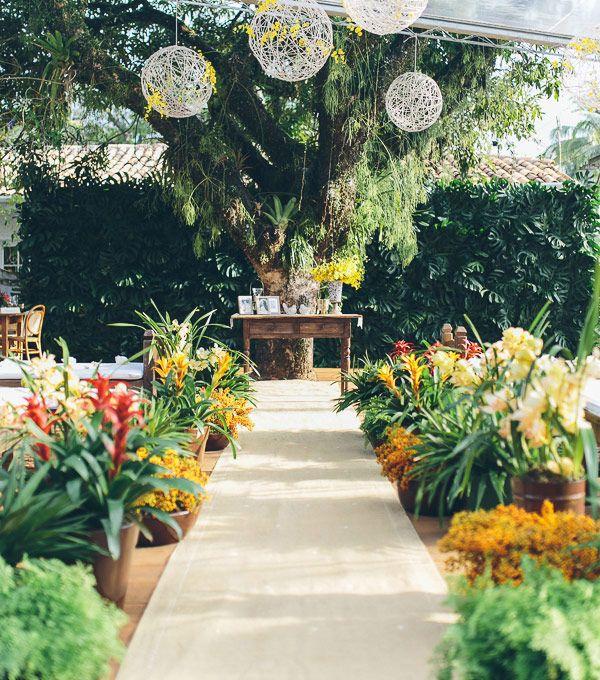 Casamento na praia - decoração cerimônia tropical ( Foto: Duo Borgatto )