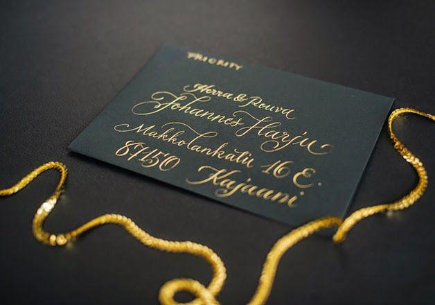 Wedding envelope lettering, gold ink, luxury  Hääkuorien tekstaus kultaisella musteella, luxusta
