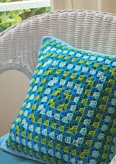 Almofadas de crochê para inspirar e decorar - Jeito de Casa                                                                                                                                                      Mais