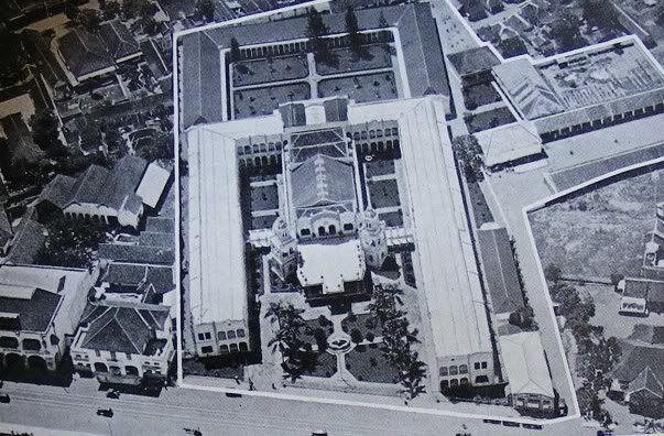 Hotel Oranje, Surabaya.  Hotel majapahit yang dahulunya bernama Hotel Oranje.
