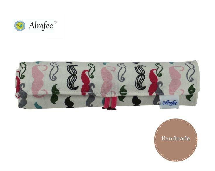 """Stifterolle/ Federmäppchen/ Handarbeitsrolle """"Mustache pink-rosa"""". Hipper Stoff mit Schnurrbart-Design #schule #federmäppchen #stifterolle #schnurrbart #mustache #zeichenrolle #pinselrolle #handarbeitsrolle #stricken #häkeln #zeichnen #malen #kinderzimmer"""
