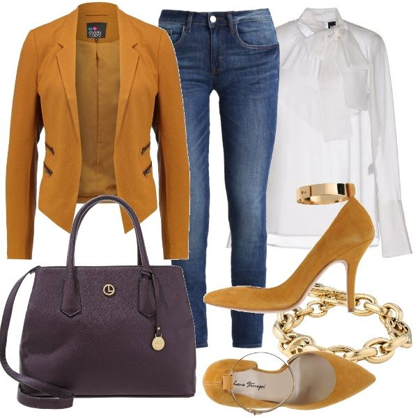 Camicia bianca con fiocco annodato al collo e jeans skinny abbinati a décolleté e giacca color senape. In contrasto la borsa a mano viola. Completano loutfit accessori oro.