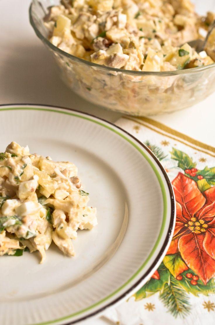Освежающий и вкусный мясной салат для всех случаев в жизни. Курица, ананас, яйцо — пожалуй, самое удачное сочетание из всех известных мясных салатов. Очень легко и просто, приготовить смогут даже дети, поэтому покажите этот рецепт и им также.