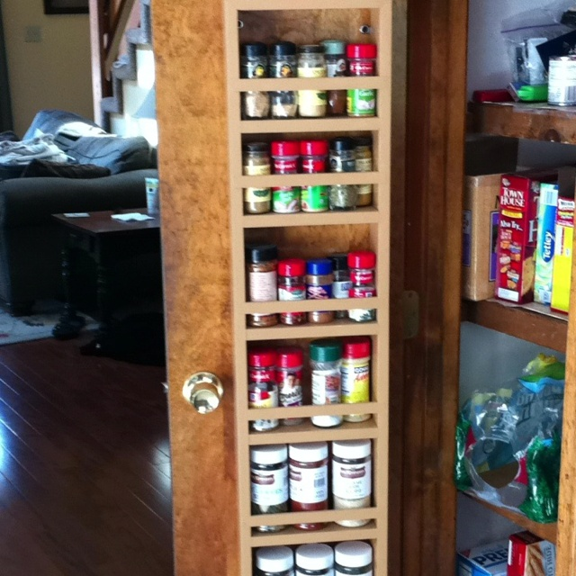 Easy diy pantry door spice organizer for the home for Diy pantry door organizer