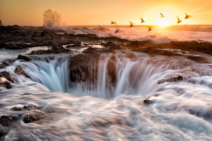 Thor's Well, Oregon - Along Cape Perpetua lies Thor's Well, a saltwater fountain driven by the power of the ocean tide. The best time to see it in action is an hour before high tide to an hour after high tide. While it's a beautiful sight, it's also highly dangerous and visitors should proceed with caution.