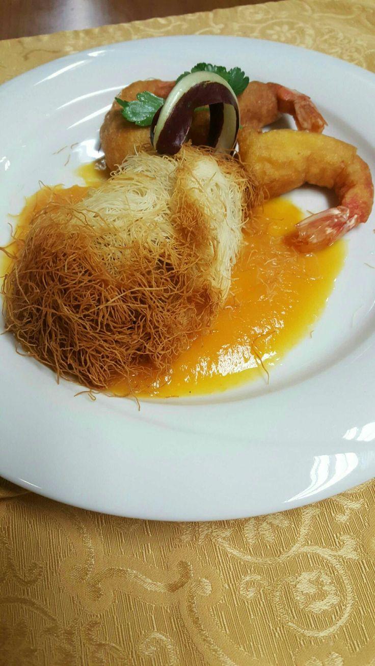 Nido millefili con radicchio trevigiano marinato al balsamixo e formaggio Pennarone del Caseificio Pennar Asiago su specchio di zucca gialla cotta al forno