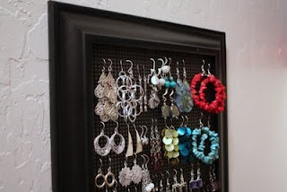 earring storageCrafts Ideas, Diy Crafts, Plastic Canvas, Earrings Holders, Old Pictures, Diy Jewelry Holders, Picture Frames, Pictures Frames, Diy Earrings
