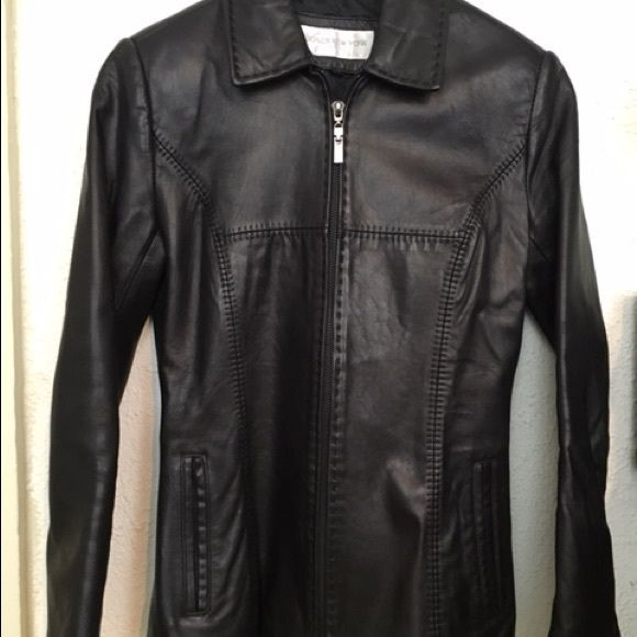 Woman's leather coat Jones New York petite In perfect condition. Fitted with nice stitching on the front. Jones New York Jackets & Coats