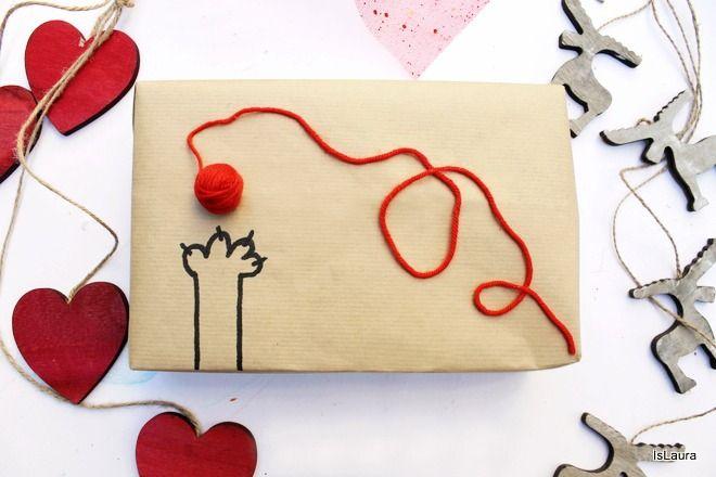 Come realizzare delle confezioni regalo con carta da pacchi e lana.