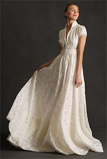 I love this wedding dress, even though I'd never wear it (well, maybe in another colour, as another sort of dress). It's so sweet and elegant.