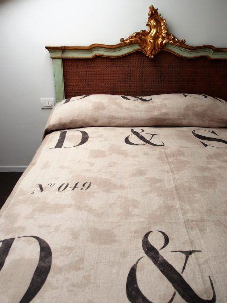 Tessuto in puro lino con lettere stampate, in altezza cm.140, rif. n. 74