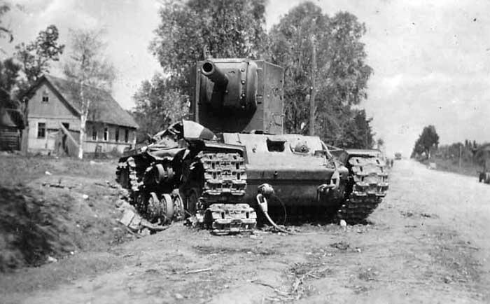 Soviet heavy tank KV-2 #WorldWar2 #Tanks