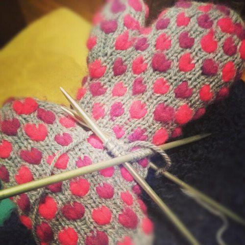 January Instagram Challenge Top Picks (Knitting): Heart gloves by Sarah Shoemaker. #instagram #challenge #knitting