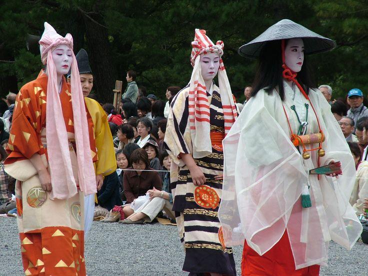 Izumo-no-Okuni (far right)  originator of the art of Kabuki