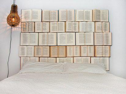 Literatura en el cabezal de la cama: | 22 Ideas para decorar tu casa de forma: fácil, bonita y barata