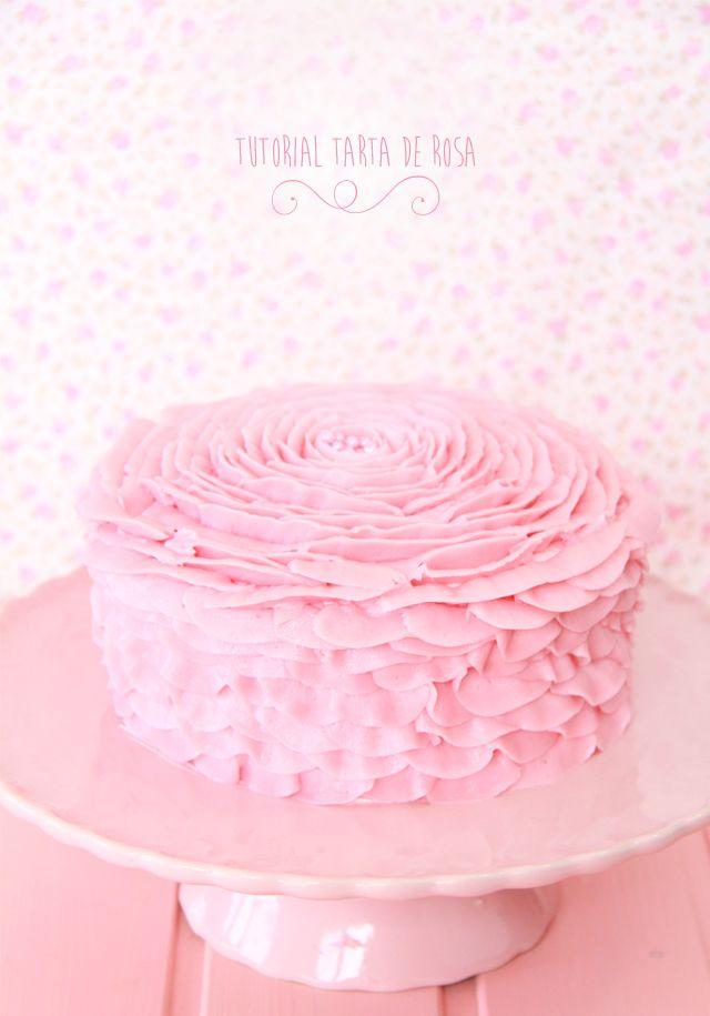 Tutorial Tarta en forma de rosa con la boquilla 104 de wilton. Boquilla formadora de pétalos.