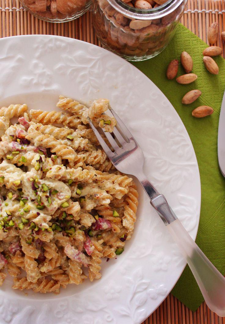 #Siciliaintavola: Pasta al pesto di #pistacchio! La ricetta su http://www.theinsaladwriter.com/2014/10/sicilia-in-tavola-pasta-pesto-pistacchio.html