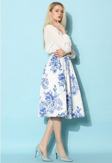 Our blue floral sketch pleated skirt is the perfect semblance of the finest China your eyes have ever glazed over! Step into this skirt, then glance into the mirror with pure confidence before gracing the city with the elegance of ten  poised queens! - Side zip closure with hook - Gentle pleats from waist - Full lined - 100% Polyester - Machine washable Size(cm) Length  Waist XS               63        62 (Petite) XS              73       62  S                73       66  M              7...