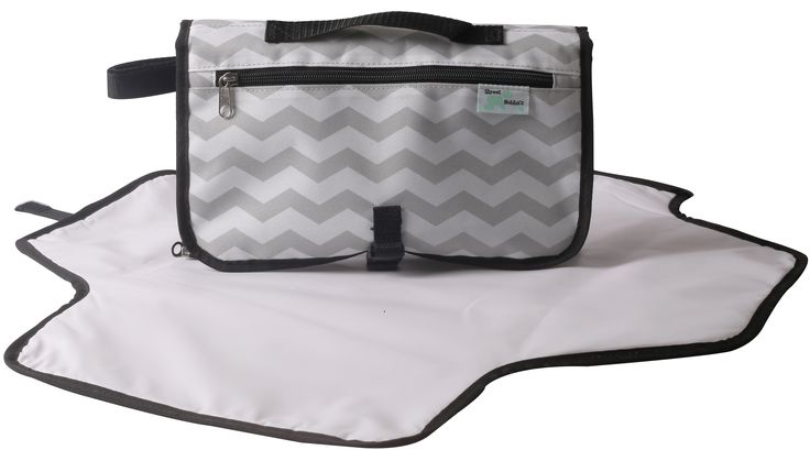 Convertible change clutch comes in grey & mint colours and is versatile to suit every mum's needs! Detachable change mat for flexibility to be what you need at the time!