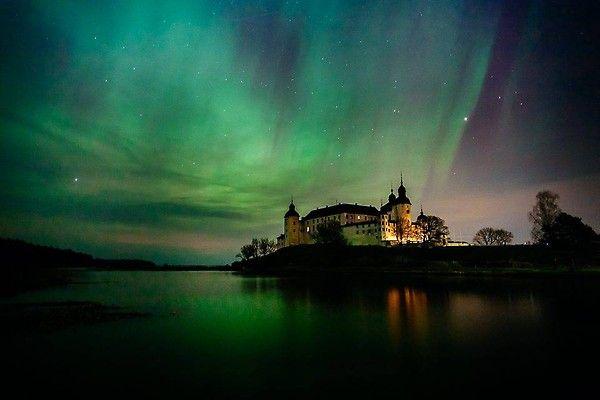Vid halv tio-tiden på tisdagskvällen tog Benjamin Rudström den här läckra bilden, som kastar nytt ljus över Läckö slott.