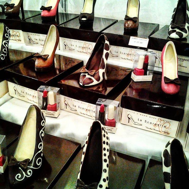 Belle vero? Ma non provate ad indossarle...sono di cioccolato! #mostrartigianato #mostrart2015 #cioccolato #cakedesign #cioccolateria #artigianato #artigiano #lariofiere #scarpe #fashionvictim #shoppingaddicted #golosità