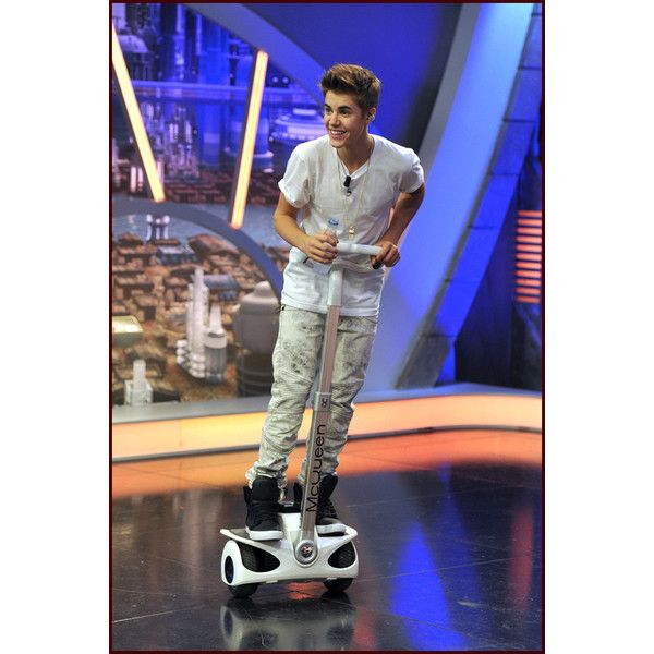 Justin Bieber Plays Crazy Games on El Hormiguero (Video) ❤ liked on Polyvore featuring justin bieber and justin