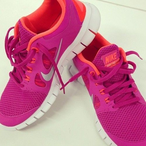 pink nike running shoes for women