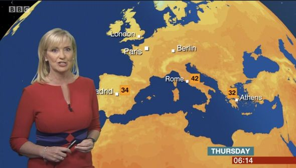 BBC weather: Carol Kirkwood puts on a VERY busty display in skintight stylish frock - http://buzznews.co.uk/bbc-weather-carol-kirkwood-puts-on-a-very-busty-display-in-skintight-stylish-frock -