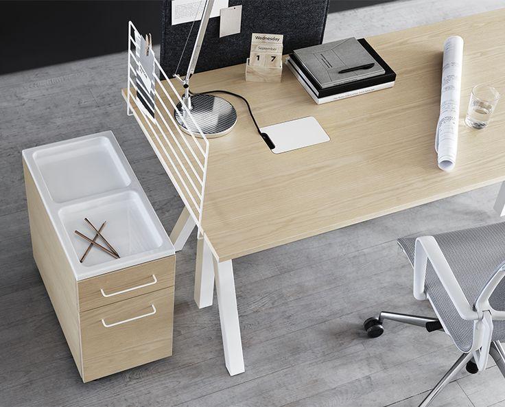 String works. Höj- och sänkbart skrivbord i ask. . #workspace #arbetsplats #stingurniture